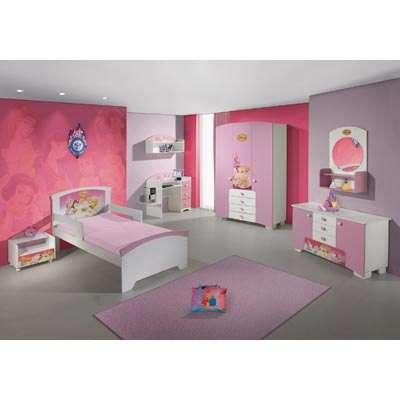 guarda roupa e quarto de menina decorado
